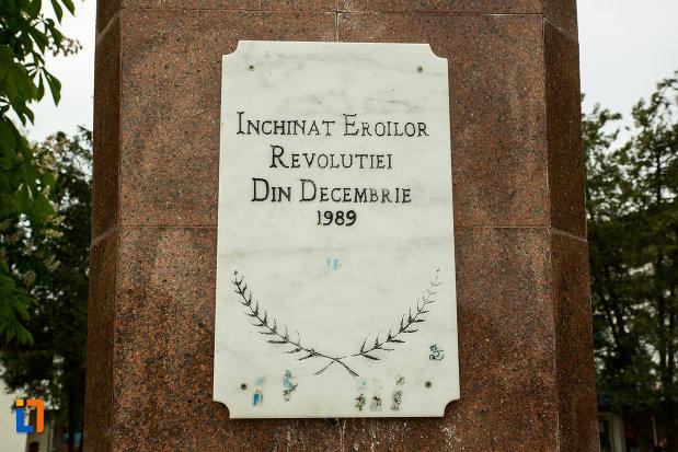 placuta-de-marmura-de-la-monumentul-eroilor-revolutiei-din-decembrie-1989-din-draganesti-olt-judetul-olt.jpg