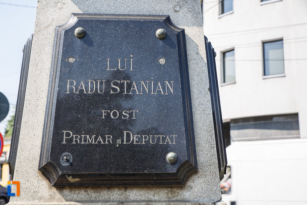 placuta-de-pe-bustul-lui-radu-stanian-fost-primar-si-deputat-din-ploiesti-judetul-prahova.jpg