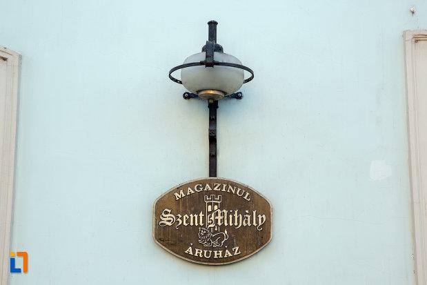 placuta-de-pe-fatada-de-la-protopopiatul-romano-catolic-din-cluj-napoca-judetul-cluj.jpg