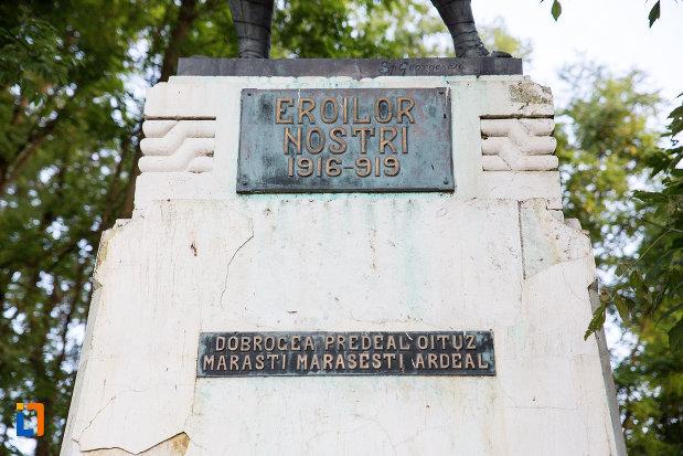placuta-de-pe-monumentul-eroilor-din-fundulea-judetul-calarasi.jpg