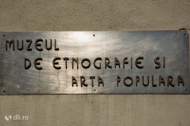 placuta-de-pe-muzeul-de-etnografie-si-arta-populara-din-baia-mare-judetul-maramures.jpg
