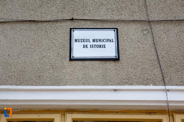 placuta-de-pe-muzeul-municipal-de-istorie-din-rosiori-de-vede-judetul-teleorman.jpg
