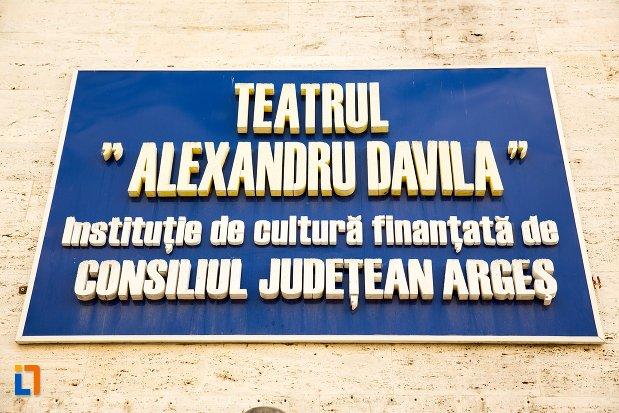 placuta-de-pe-teatru-alexandru-davila-din-pitesti-judetul-arges.jpg