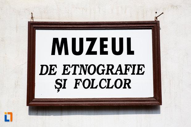 placuta-din-muzeu-de-etnografie-si-folclor-din-pucioasa-judetul-dambovita.jpg