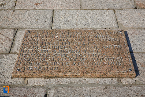 placuta-informativa-aflata-la-monumentul-independentei-1899-din-tulcea-judetul-tulcea.jpg