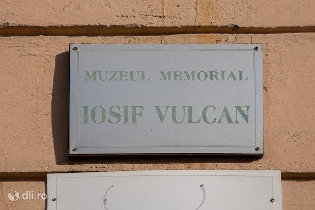 placuta-informativa-cu-muzeul-memorial-josif-vulcan-din-oradea-judetul-bihor.jpg