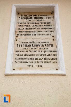 placuta-informativa-de-la-casa-natala-a-lui-stephan-ludwig-roth-1796-din-medias-judetul-sibiu.jpg