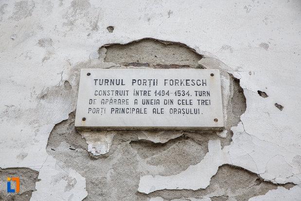 placuta-informativa-de-la-latura-de-sud-bastionul-blanarilor-turnul-de-poarta-forkesch-curtine-fragmente-a-cetatii-din-medias-judetul-sibiu.jpg