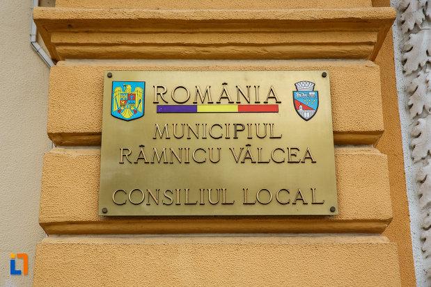 placuta-informativa-de-la-primaria-din-ramnicu-valcea-consiliul-local-judetul-valcea.jpg