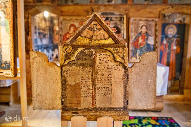 placuta-informativa-din-biserica-de-lemn-sf-arhangheli-din-borsa-judetul-maramures.jpg