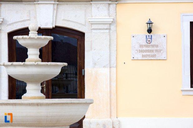 placuta-informative-palatul-apor-azi-universitatea-1-decembrie-rectorat-din-alba-iulia-judetul-arges.jpg
