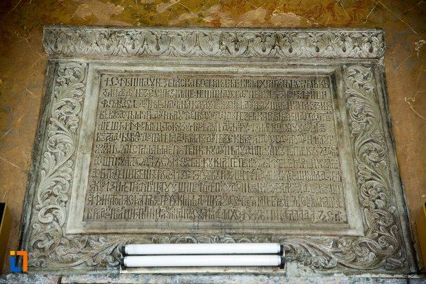 placuta-inscriptionata-biserica-buna-din-buzau-judetul-buzau.jpg