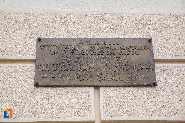 placuta-inscriptionata-de-la-facultatea-de-teologie-ortodoxa-andrei-saguna-din-sibiu-judetul-sibiu.jpg