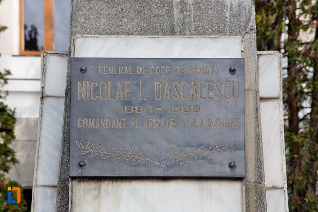 placuta-inscriptionata-de-pe-bustul-lui-nicolae-i-dascalescu-din-cluj-napoca-judetul-cluj.jpg