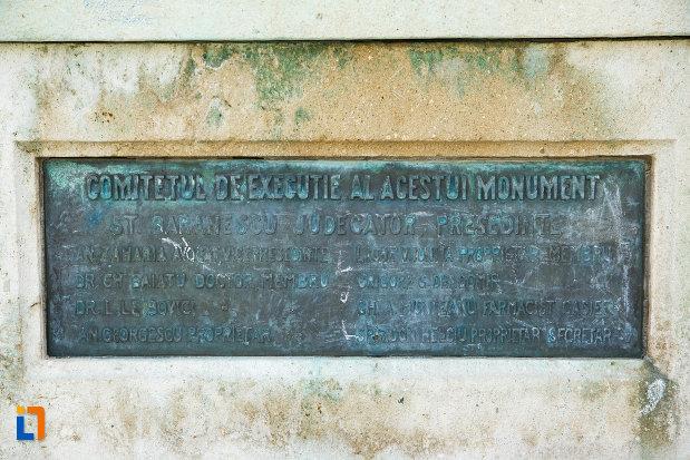 placuta-inscriptionata-monumentul-eroilor-1916-1918-din-odobesti.jpg