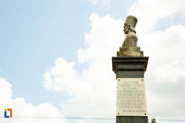 placuta-inscriptionata-statuia-lui-tudor-vladimirescu-din-calafat-judetul-dolj.jpg