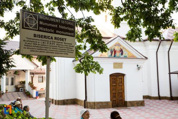 placuta-langa-biserica-roset-din-botosani-judetul-botosani.jpg
