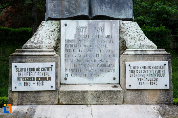 placute-comemorative-de-la-monumentul-independentei-din-ramnicu-valcea-judetul-valcea.jpg