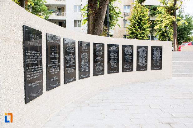 placute-comemorative-de-la-monumentul-marinarilor-din-constanta-judetul-constanta.jpg