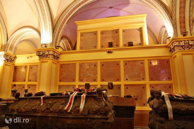 placute-cu-membri-familiei-nobiliare-karolyi-cripta-familiei-karolyi-de-la-manastirea-franciscana-sf-anton-din-capleni-judetul-satu-mare-2.jpg
