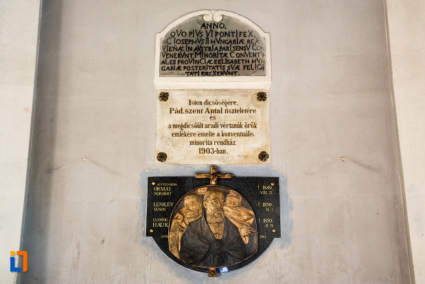 placute-de-marmura-de-pe-catedrala-romano-catolica-din-arad-judetul-arad.jpg