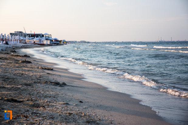 plaja-din-statiunea-mamaia-judetul-constanta.jpg