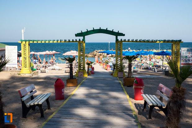 plaja-turistica-din-statiunea-neptun-olimp-judetul-constanta.jpg