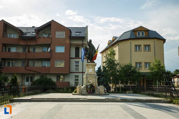 platou-central-cu-monumentul-eroilor-1916-1918-din-odobesti.jpg