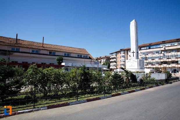 platou-central-cu-monumentul-eroilor-din-boldesti-scaeni-judetul-prahova.jpg