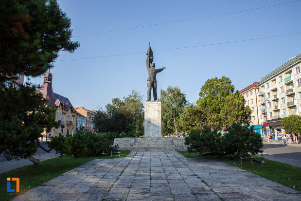 platou-central-cu-monumentul-ostasului-roman-din-targu-mures-judetul-mures.jpg