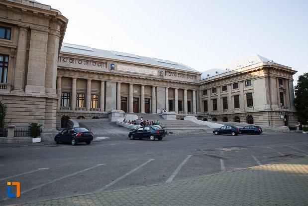 platou-central-cu-palatul-culturii-din-ploiesti-judetul-prahova.jpg