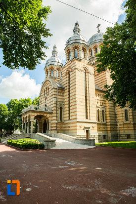 platou-cu-catedrala-ortodoxa-sf-gheorghe-din-tecuci-judetul-galati.jpg