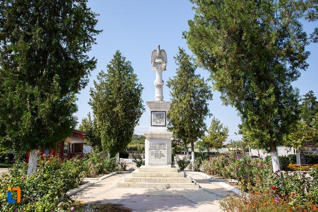 platou-cu-monumentul-eroilor-din-cernavoda-judetul-constanta.jpg