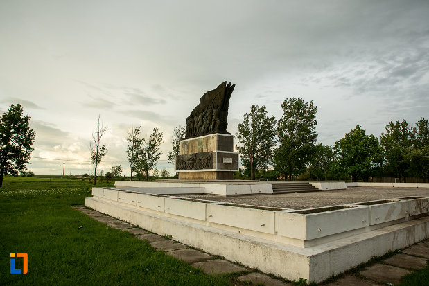 platou-cu-monumentul-independentei-de-langa-corabia-judetul-olt.jpg