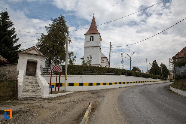 poarta-cu-scari-si-turnulet-biserica-duminica-floriilor-din-avrig-judetul-sibiu.jpg