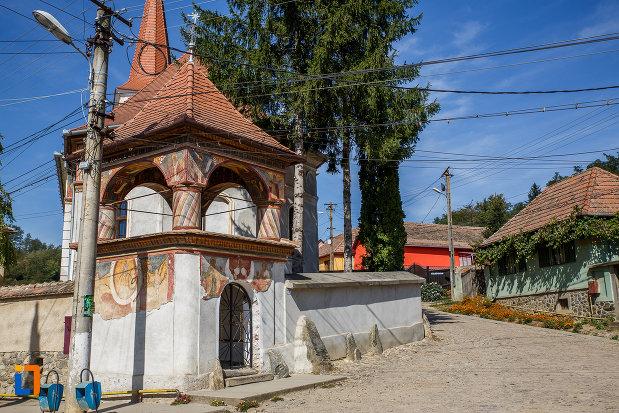 poarta-cu-turn-biserica-sf-arhangheli-mihail-si-gavril-1700-biserica-lui-mihai-viteazul-din-ocna-sibiului-judetul-sibiu.jpg