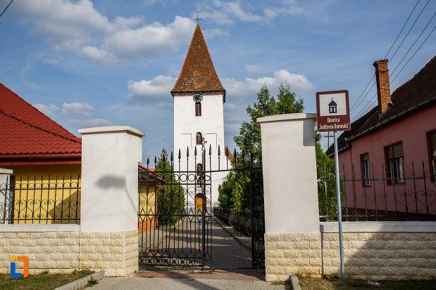 poarta-de-fier-de-la-biserica-inaltarea-domnului-1785-din-saliste-judetul-sibiu.jpg