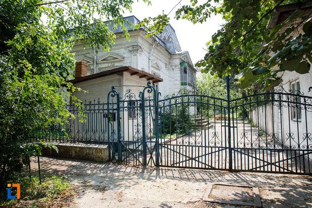 poarta-de-fier-de-la-casa-ionel-anastasescu-din-rosiorii-de-vede-judetul-teleorman.jpg