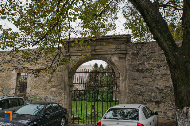 poarta-de-intrare-biserica-reformata-din-cluj-napoca-judetul-cluj.jpg