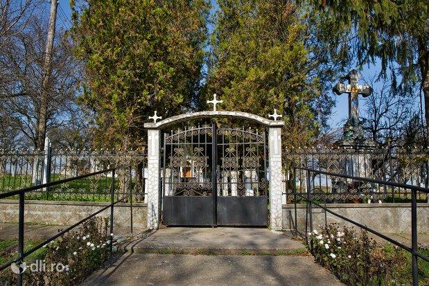 poarta-de-intrare-in-biserica-sf-ioan-botezatul-din-scarisoara-noua-judetul-satu-mare.jpg