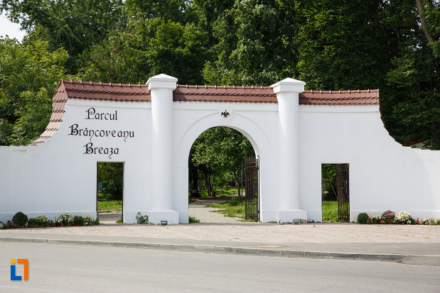 poarta-de-intrare-in-parcul-brancoveanu-breaza-judetul-prahova.jpg