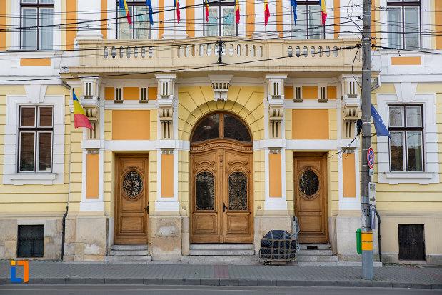 poarta-de-intrare-in-primaria-municipiului-cluj-napoca-judetul-cluj.jpg