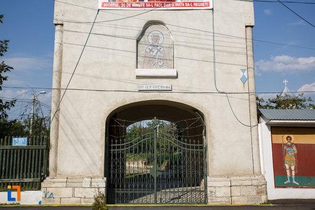 poarta-de-intrare-la-biserica-sf-nicolae-vechi-din-ploiesti-judetul-prahova.jpg