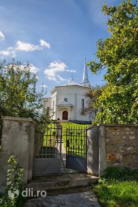 poarta-de-intrare-spre-biserica-reformata-din-orasul-nou-judetul-satu-mare.jpg