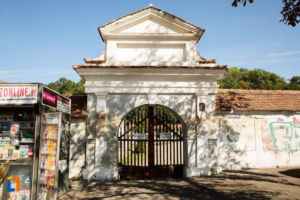 poarta-de-la-ansamblul-cimitirului-evanghelic-brasovul-vechi-judetul-brasov.jpg