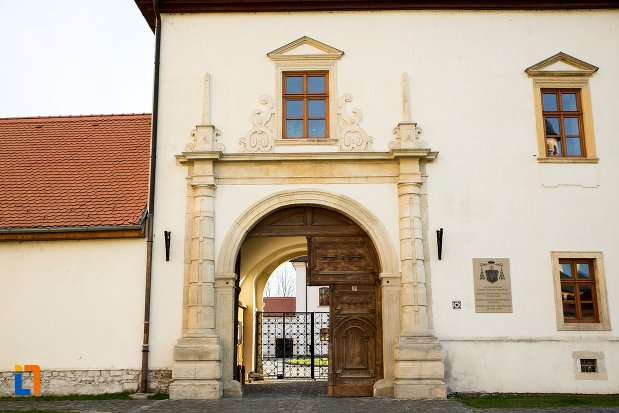 poarta-de-la-arhiepiscopia-romano-catolica-din-alba-iulia-judetul-alba.jpg