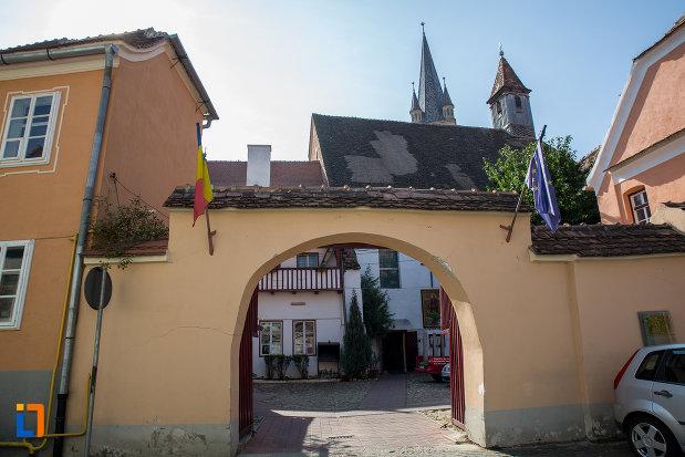 poarta-de-la-biserica-azilului-din-sibiu-judetul-sibiu.jpg