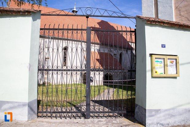poarta-de-la-biserica-evanghelica-din-rupea-judetul-brasov.jpg