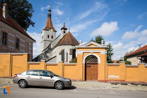 poarta-de-la-biserica-evanghelica-sf-matia-din-rasnov-judetul-brasov.jpg