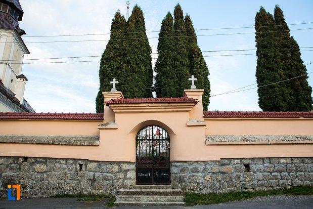 poarta-de-la-biserica-sf-arhangheli-satulung-din-sacele-judetul-brasov.jpg